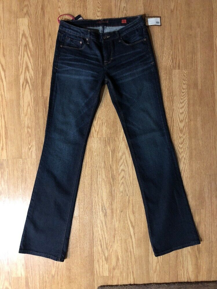 NWT  Women's Cult Of Individuality 29 Vixen Curvy  Jeans. MSRP  129.00. W1