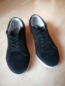 Chaussures en cuir daim noires avec broderies T.38