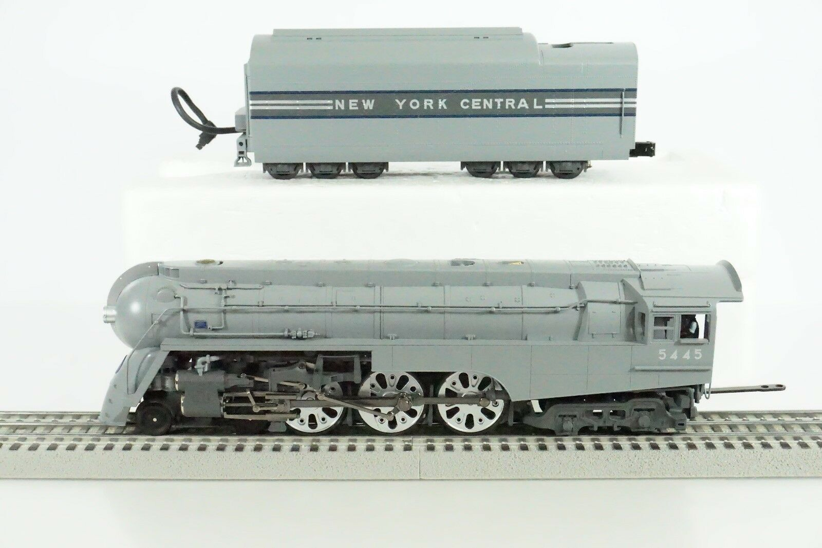 MTH O Scale New York Central Dreyfuss 4-6-4 Steam Engine & Tender  P2 20-3045-1