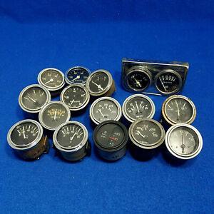 Assorted-Stewart-Warner-gauges-2-1-8-in-gauge-lot-hot-rod-rat-truck-muscle-car