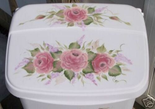 HAND PAINTED ROSES//TRASH CAN//LAUNDY HAMPER