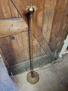 Antique Ornate base 1920 S pour Lampadaire Twist Stem pont en fonte