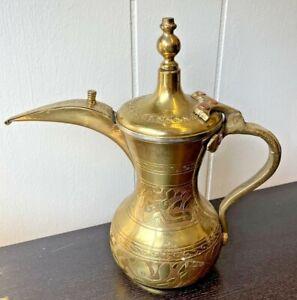 "Vintage Islamic Brass Bédouins Dallah Cafetière, arabesque Calligraphie, 9.5"" Tall"