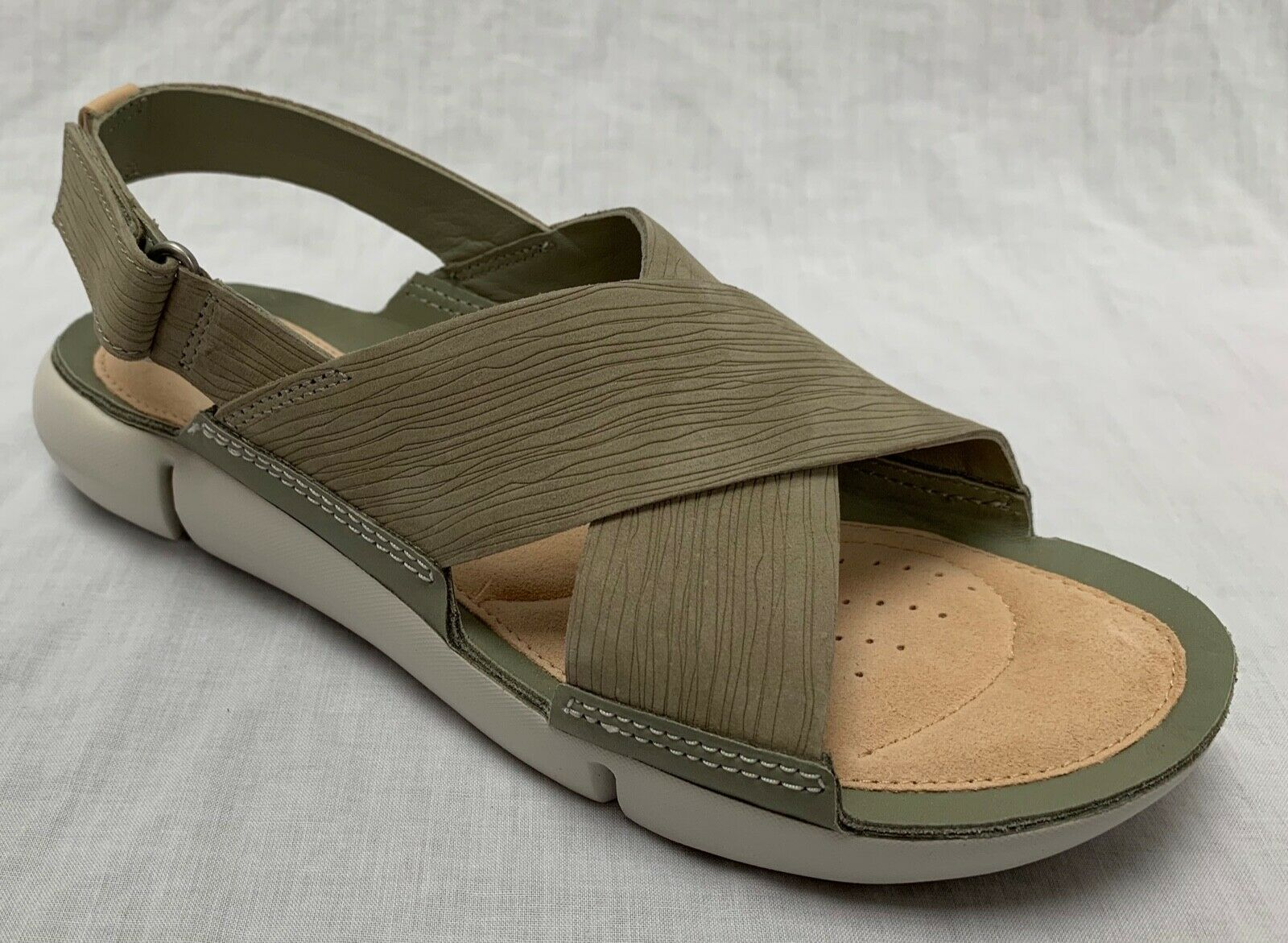 BNIB Clarks Ladies Tri Chloe Trigenic Light Green Nubuck Leather Flat Sandals