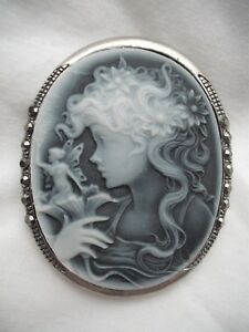 VINTAGE-ANTIQUE-JEWELLERY-YOUNG-GIRL-FAIRY-CAMEO-SILVER-PLATED-BROOCH
