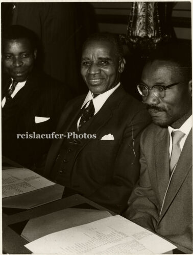 Orig.Photo, Dr. Banda, O. E. Chirwa, D. K. Chizisa 1960