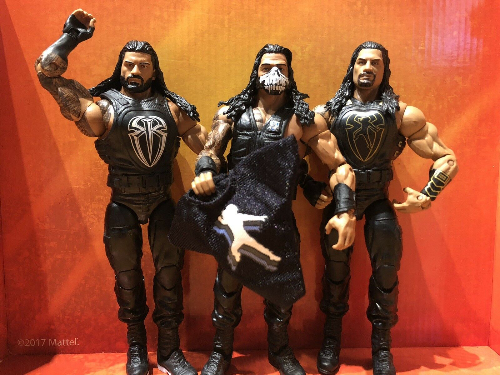Loose Comme neuf Hard to Find Roman Reigns Shield WWE Mattel Tnf, série 54 & 62 Elite figures