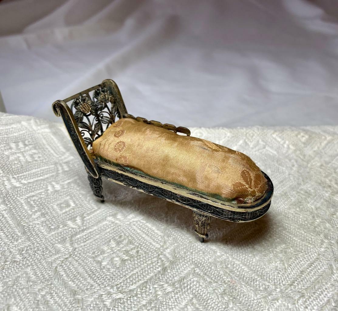 Sofá Chaise Lounge En Miniatura Plata 3.5  Raro Antiguo Filigrana Casa De Muñecas De c1900