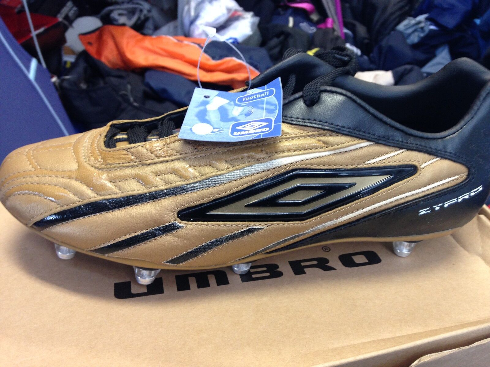 UMBRO ZY PRO  gold  football BOOTt in leather size 7 8 OR 9 uk at