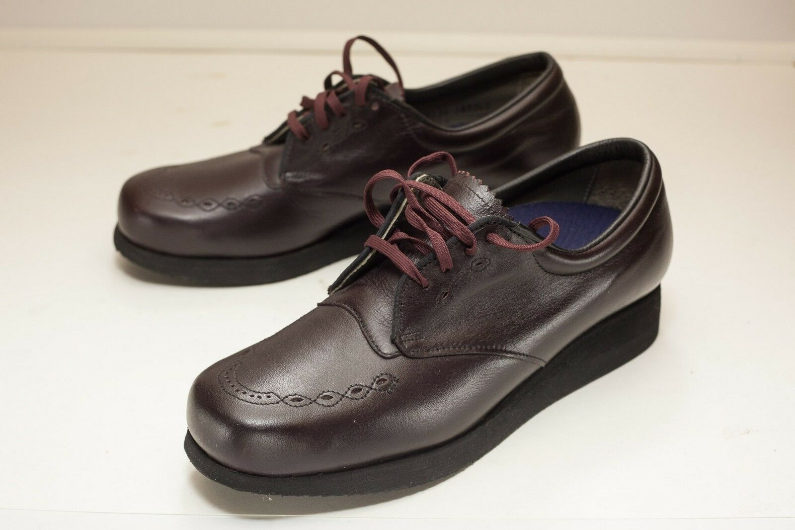 prezzo all'ingrosso e qualità affidabile P. W. W. W. Minor US 8.5 Narrow Burgundy Oxford Donna  Extra Depth  ecco l'ultimo