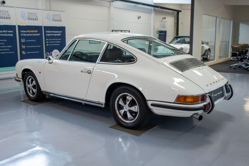 Porsche 911E Coupé - 3