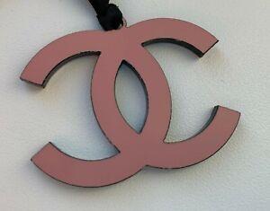CHANEL-VIP-GIFT-charm-logo-pink-NEW-RARE-LE-2016