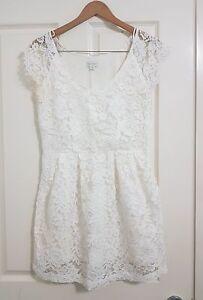 8c685ecc9 Witchery White Lace Dress - Vintage - Size 12 - Great Condition   eBay