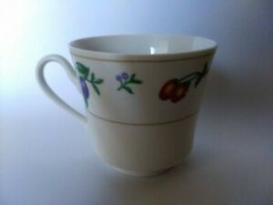 Royal-Majestic-Fine-China-Tea-Cup-Chelsea-8432-Excellent-Condition-White