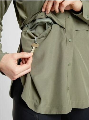 Athleta NWT Women/'s Northstar Shirt Size Med Color Laurel Olive