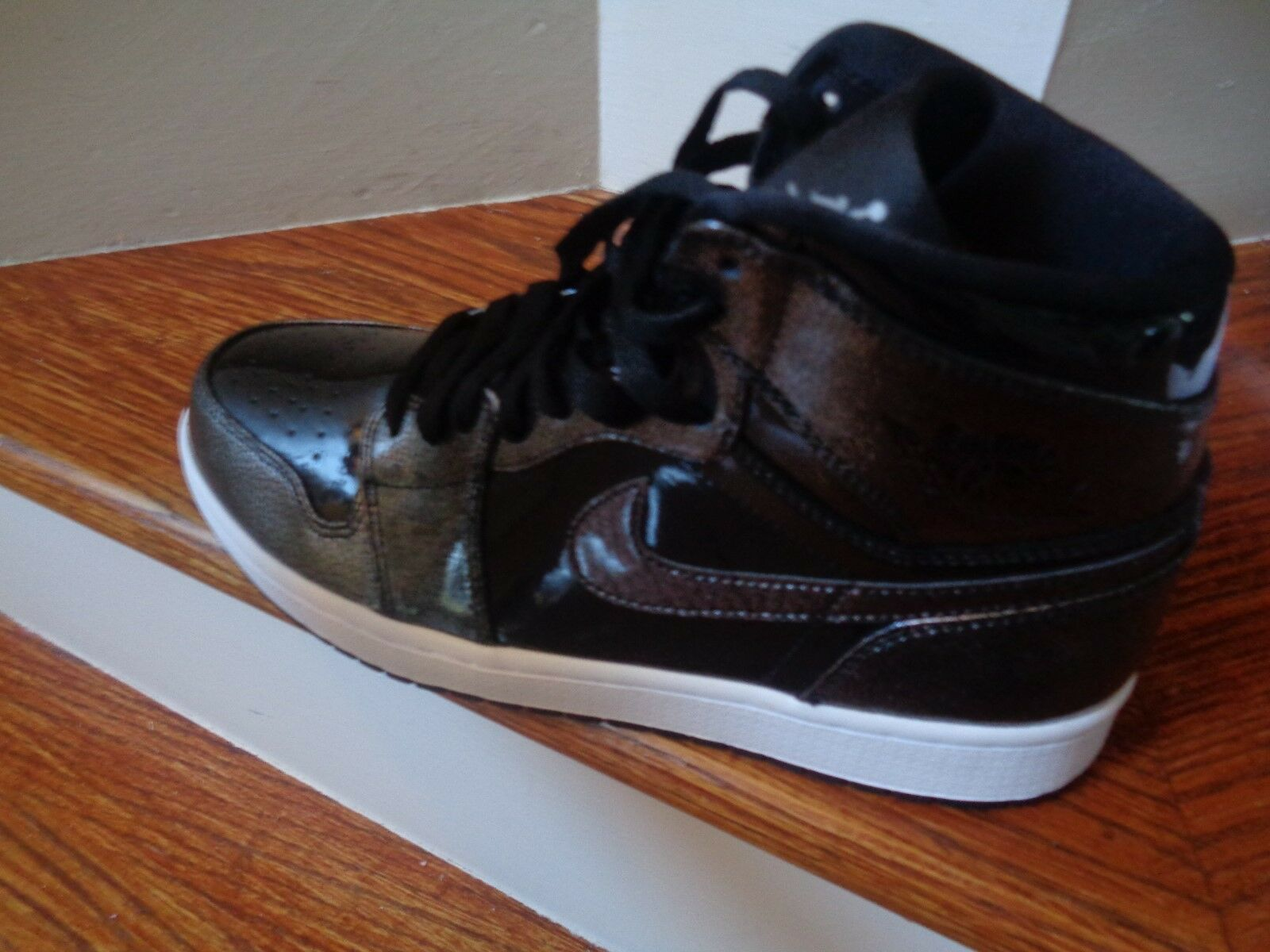 Nike Air Jordan 1 Retro High Men's Basket Ball Shoes, 332550 017 Size 10.5 NEW