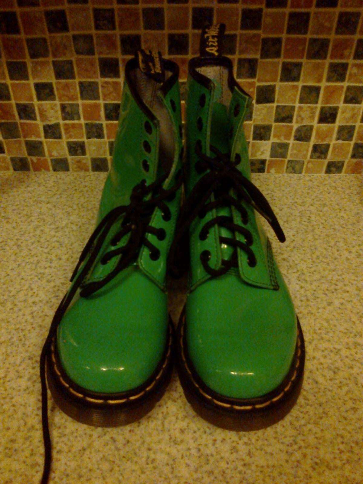 DR MARTENS PATENT AIR WAIR BOUNCING SOLES PATENT MARTENS LEATHER GREEN 8 EYELET Stiefel SIZE 4 60cef6