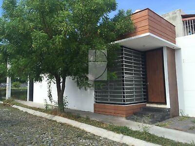 Casa en venta 2 recámaras 2 baños en colonia Senderos de Rancho Blanco, Villa de Álvarez, Colima.
