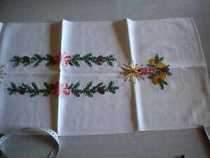 Tisch-Laeufer-Deckchen-creme-bestickt-Weihnachten-Glocken-Advent-vintage