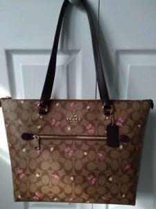 NWT Coach 2712 Gallery Tote In Signature Canvas With Butterfly Print