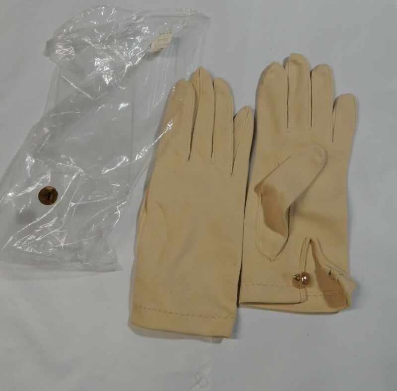 Vintage Women's Dress Gloves Nylon Size 6 Small Beige W/button Famous For High Quality Raw Materials, Full Range Of Specifications And Sizes, And Great Variety Of Designs And Colors