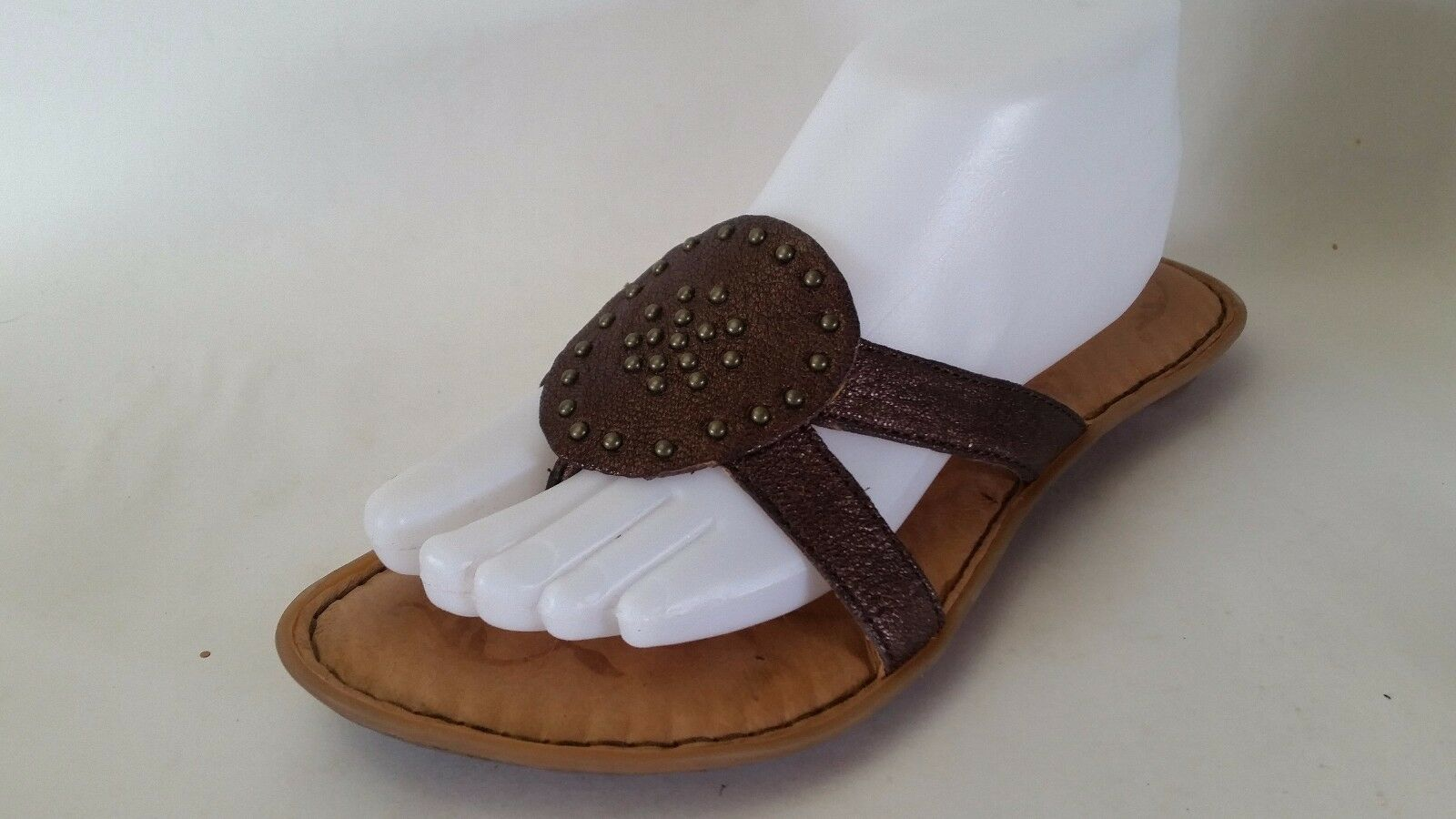 Born Brown Leather Thong Sandals 8 M Studded Flats Flip Flops Slip On shoes Work