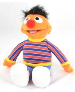 e8e94d7a4a Das Bild wird geladen United-Lables-Sesamstrasse-Ernie-Plueschfigur -Groesse-30cm