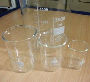 Becherglas mit Teilung und Ausguß, hohe / niedere Form, versch. Größen, Neu