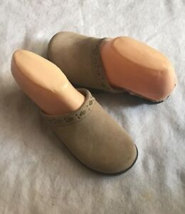 03eaeecdc1c1 Image is loading Ugg-Beige-Suede-Clogs-Brass-Buttons-Sheepskin-6-