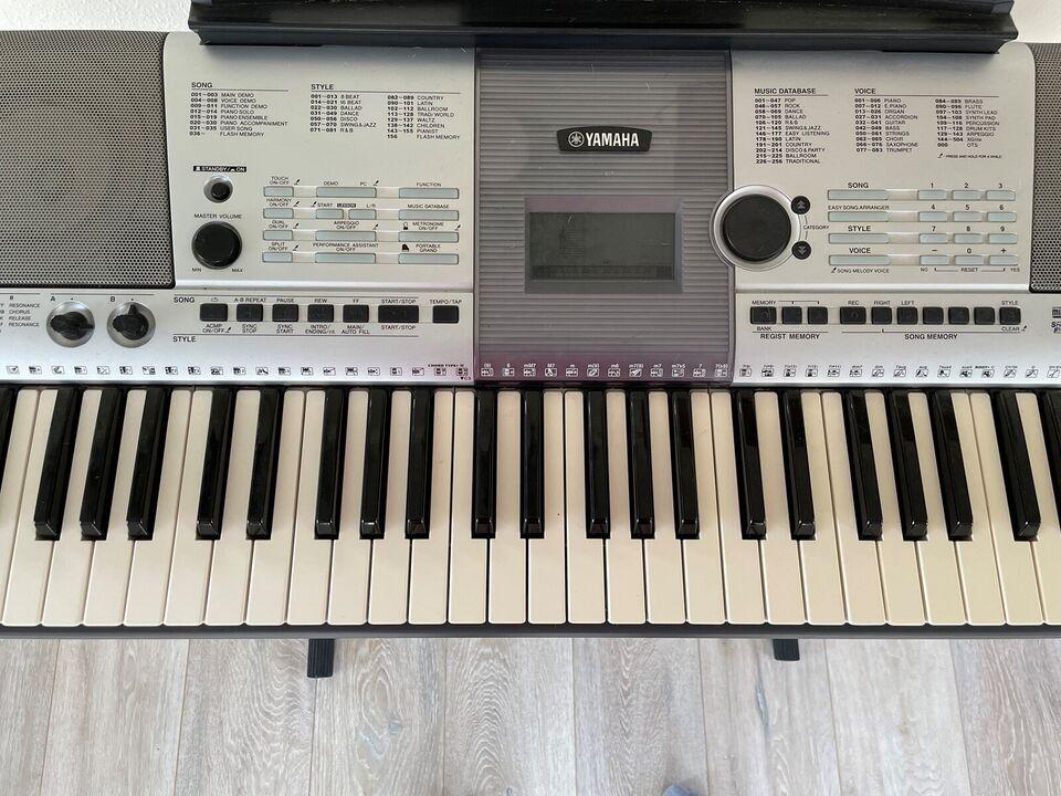 Keyboard, Yamaha PSR E403