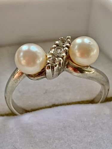 10K or Blanc Twin Cultured Pearl /& Blanc Spinelle Ring