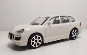 Bburago-30000-Porsche-Cayenne-Turbo-034-White-034-METAL-Scala-1-43
