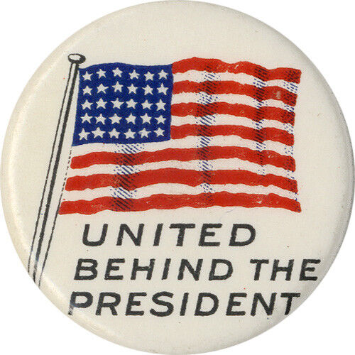 5359 c 1917 Woodrow Wilson UNITED BEHIND the PRESIDENT American Flag Button