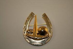 1939-New-York-World-039-s-Fair-HORSESHOE-Trylon-Perisphere-Metal-Brooch-LAPEL-PIN