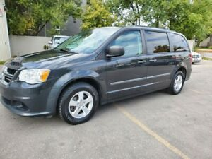 2012 Dodge Grand Caravan 123km / 1 owner Clean CarFax