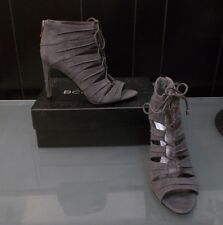NEW IN BOX WOMENS SIZE 8 GRAY BCBG OPEN TOE LACE UP HEELS