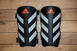 Adidas EVERLITE Protège-tibias   Noir/blanc   CW5559   NOUVEAU