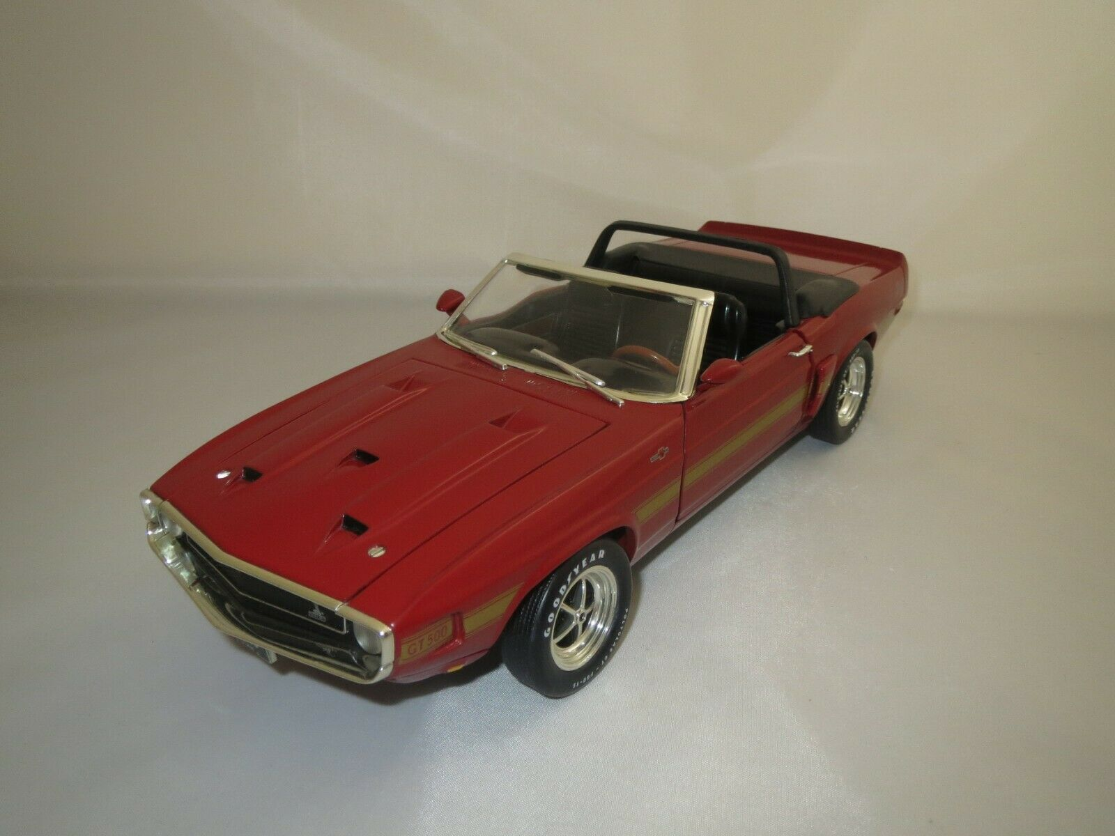 Ertl American Muscle   1969   Shelby  GT-500  (rot Gold)  1 18 ohne Vp.  (1)
