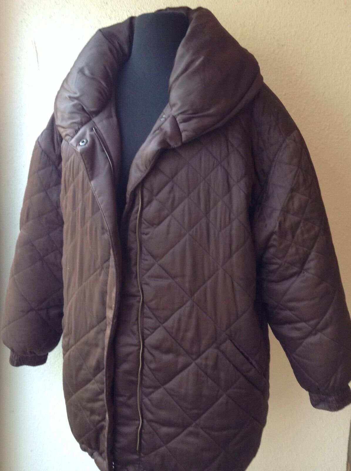 BILL BLASS QUILTED DOWN FILLED PUFFER COAT, KNEE … - image 2
