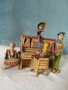 A-RARE-VINTAGE-TINPLATE-CLOCKWORK-LIL-039-ABNER-AND-HIS-DOGPATCH-BAND-2490