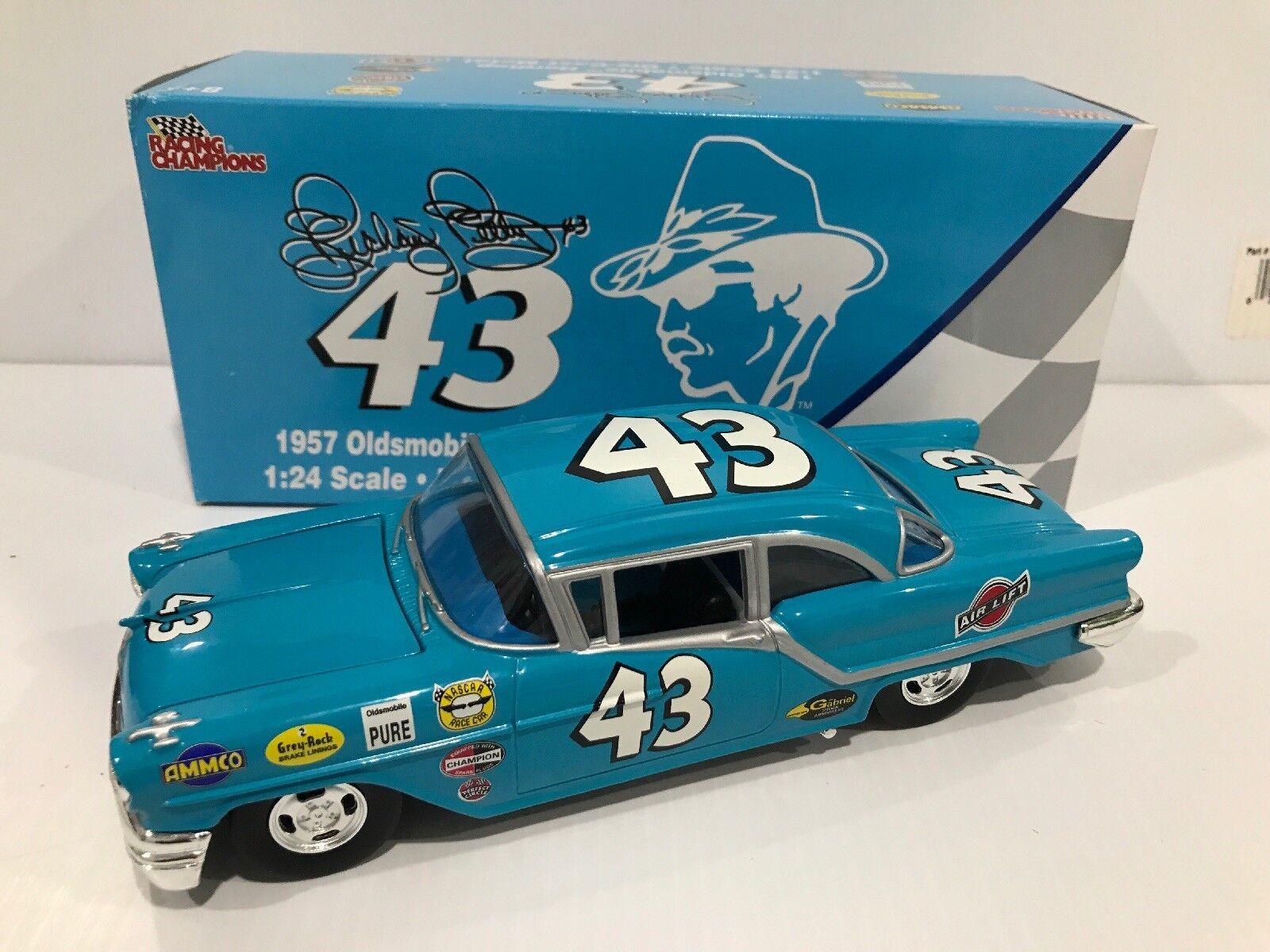 Richard Petty 1957 Oldsmobile Hardtop 8 800