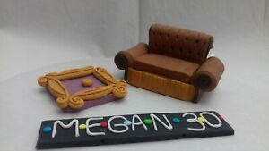 Handmade-Sofa-Photo-Frame-Name-Plaque-Edible-Personalised-Cake-Topper-friends-st