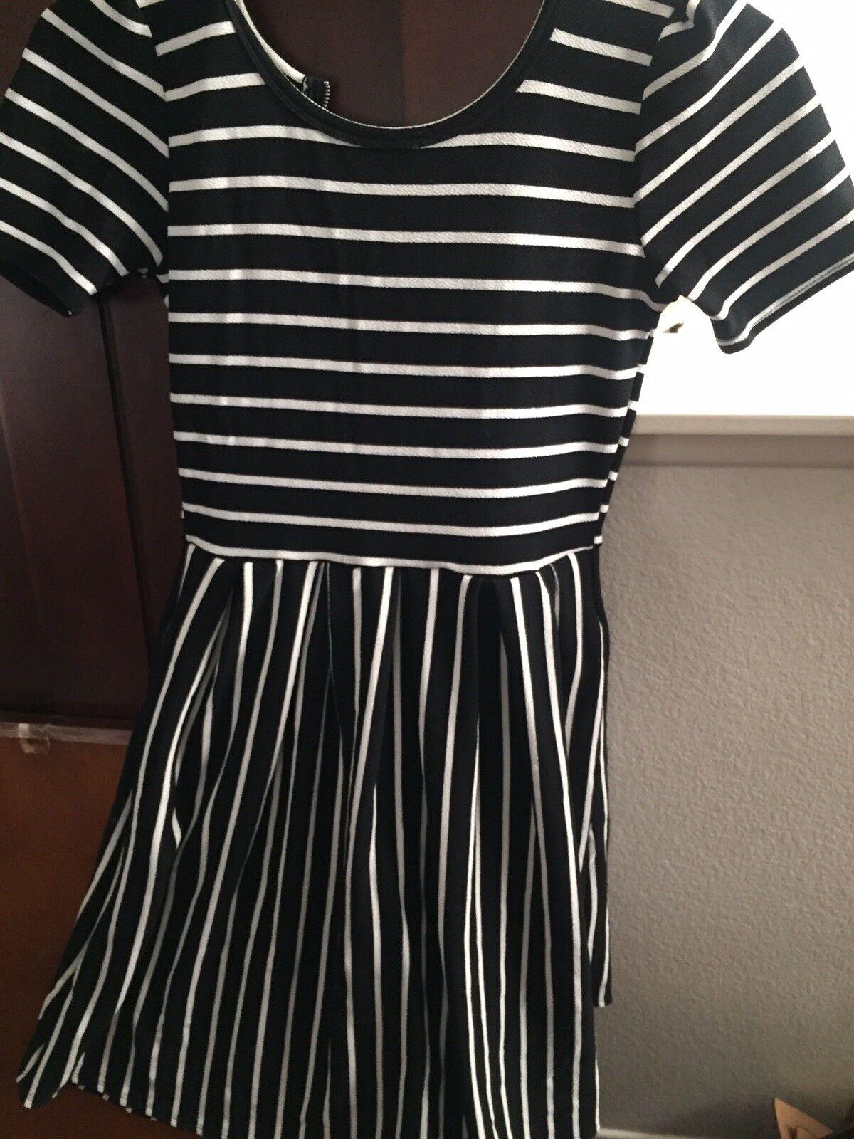Lula Roe Amelia dress XS schwarz with Weiß stripes