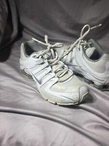 2348dc0592e Nike Glitter Shox Women s Size 6.5 US 392868-105 White Silver 2010 ...