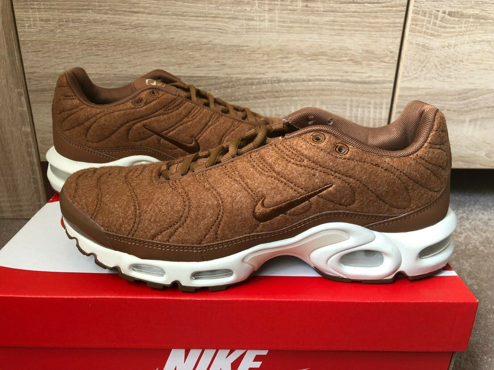 100% Original NIKE Air Max Plus TN Tuned 1 Quilted Requin Taille 44 Marron Nouveau