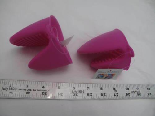 2 NEW Silicone Pot Holder FUCHSIA Grabber Hot Bakeware Oven Mitt Two