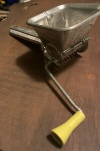 Vintage-Mouli-Parsmint-French-Grinder-Grater-With-Yellow-Handle-Functional