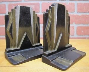 Art-Deco-SKYSCRAPER-Stylized-Geometric-Cast-Iron-Pair-Bookends-Decorative-Arts