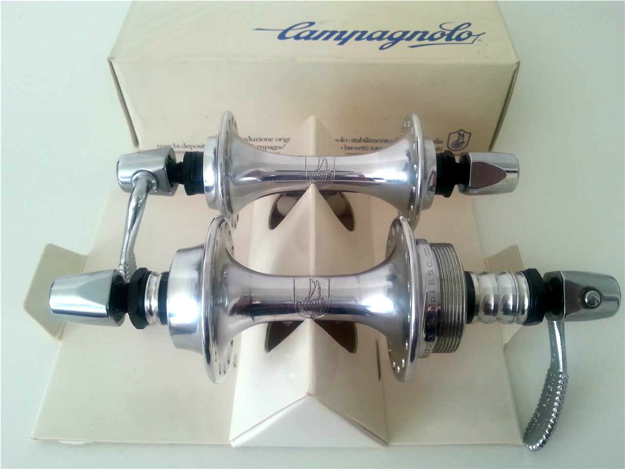 NOS 1983 CAMPAGNOLO TRIOMPHE SERIES 32H HUB SET FOR ROAD BIKE VINTAGE HUBS RARE