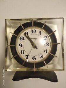 Vintage-MECHANICAL-CLOCK-MOLNIYA-Lightning-Soviet-Russia-USSR